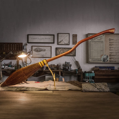 PRE-ORDER Harry Potter - NIMBUS 2000 Replica [LIMITED]