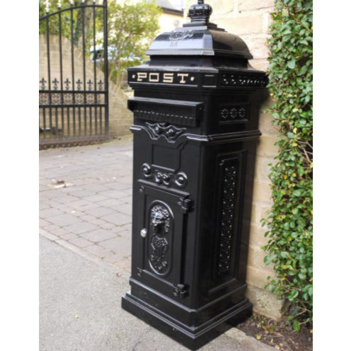 Black Metal Traditional Lockable Mail Box