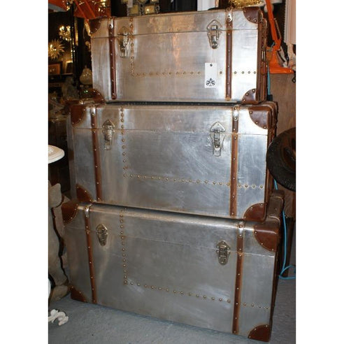Silver industrial aluminium trunk set