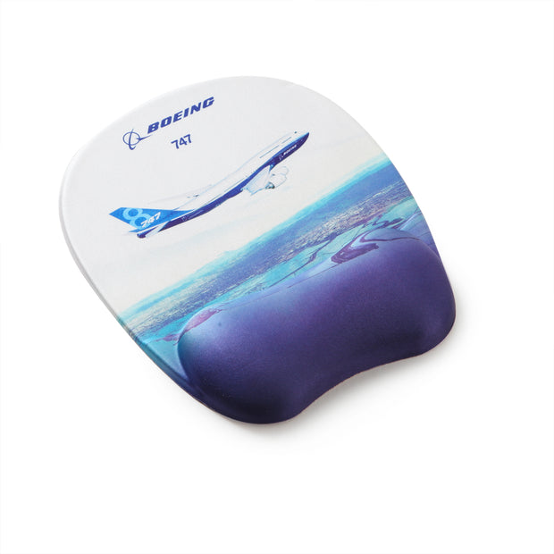 Boeing Endeavors 747-8 Mouse Pad