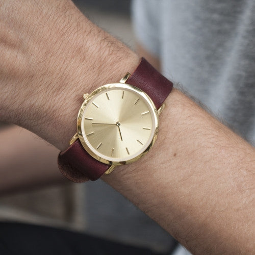 Unisex wristwatch with minimal gold dial face for the fashion enthusiast