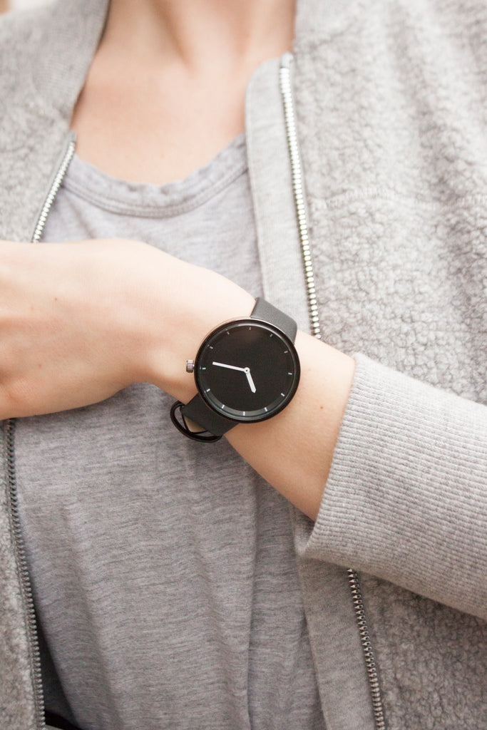 The Minimalist Black on Black - Analog Watch Co.