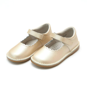 Pink Chicken L'Amour Shoes Caitlin Scalloped Mary Jane - Champagne Toddler 4