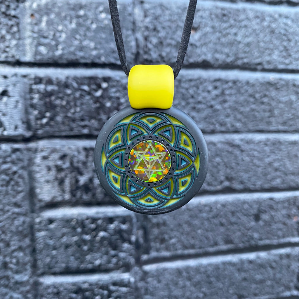 GlassMaze Carved Green/Yellow Pendant