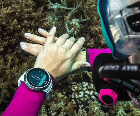 Scuba Diver in Orange County with Suunto D5 Dive Computer