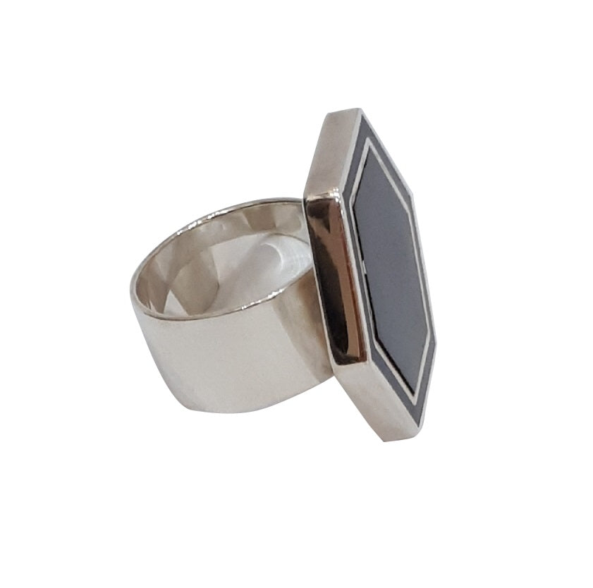 Hexa Ring in Cream or Black
