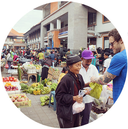 makers travelers bali bargaining shopping market prices