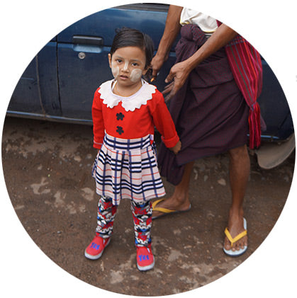 makers travelers myanmar face paint burma thanaka little girl make up