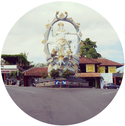 makers travelers bali ubud road statue