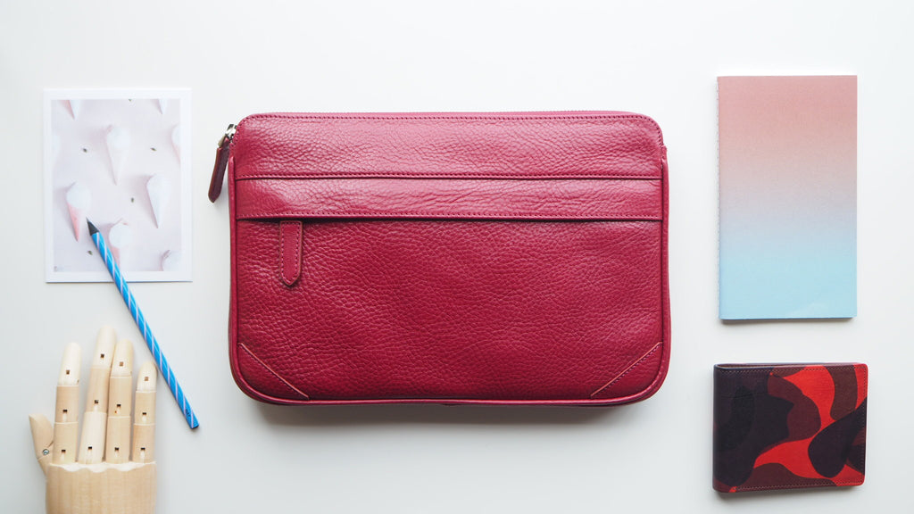 Auden Clutch (Size M) - Red