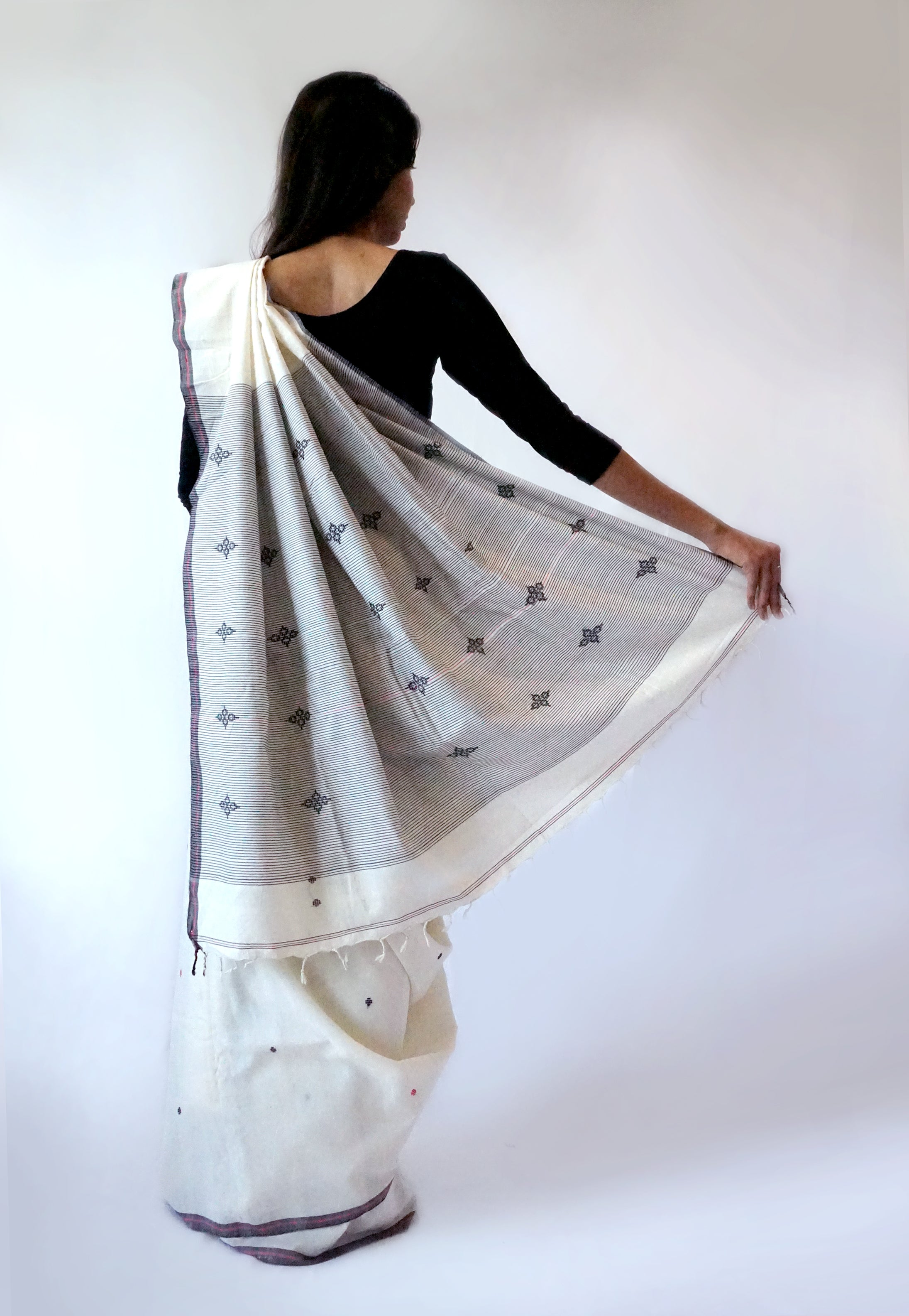 FLOWER BUTI - Cream Handwoven Cotton Saree