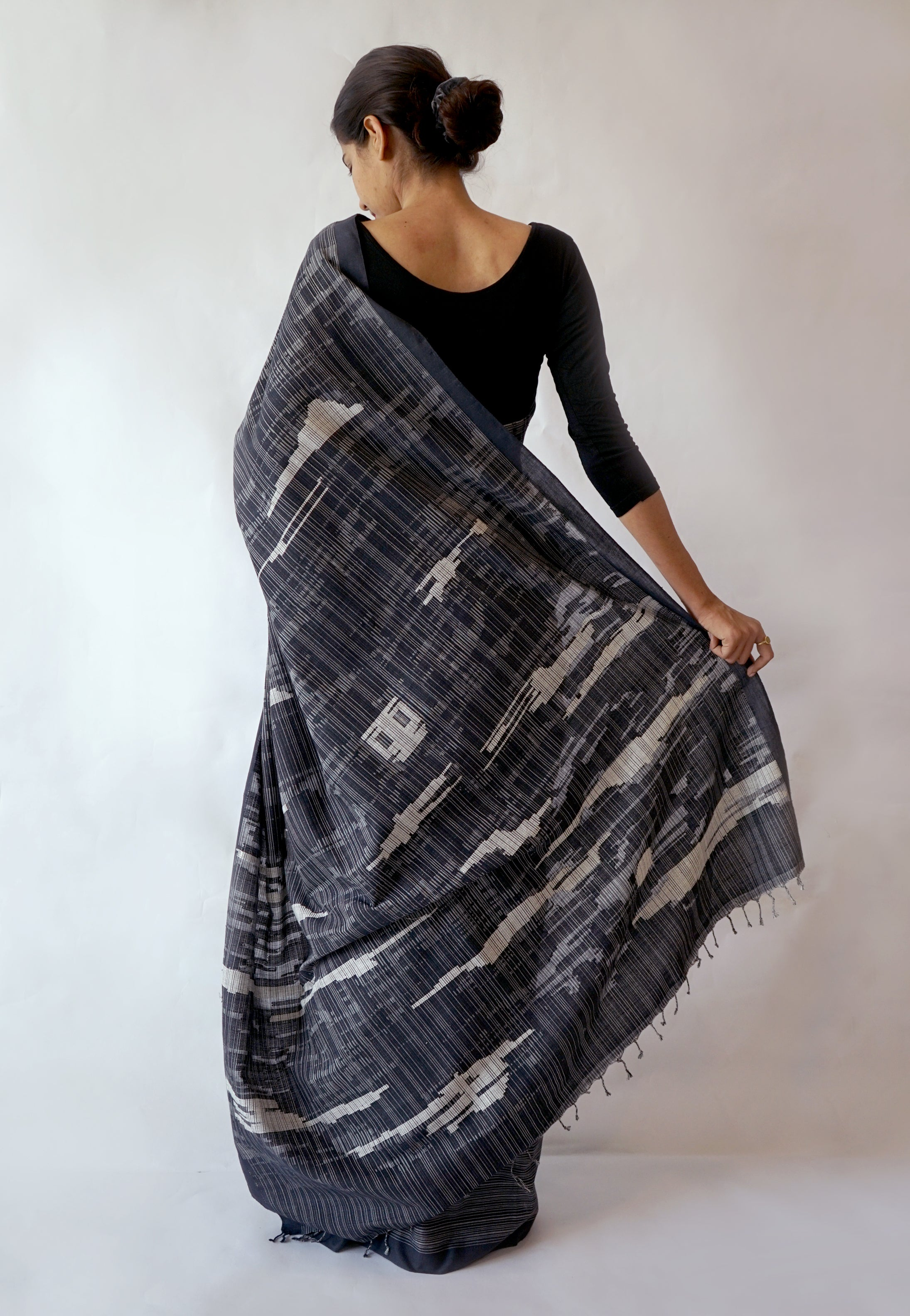 JHILMIL - Black and White Handwoven Cotton Saree