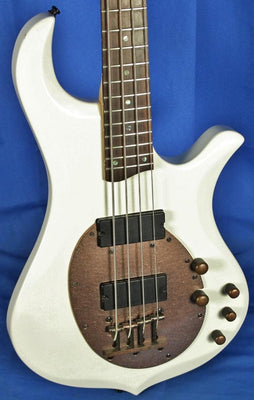 Traben Neo Active 4 String Electric Bass Guitar Aged White Finish