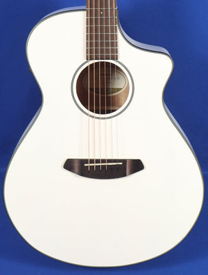Breedlove Discovery Concert CE White Acoustic Electric Guitar