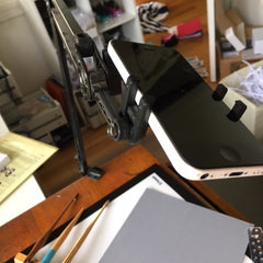 DIY mobile phone tripod for filming calligraphy