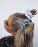 EASY GREY SCRUNCHIE