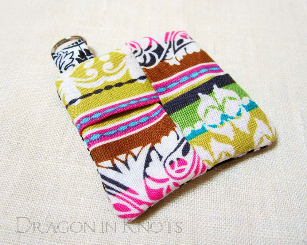 Earbud Pouch - Black and White - Dragon in Knots - Earbud Pouches
