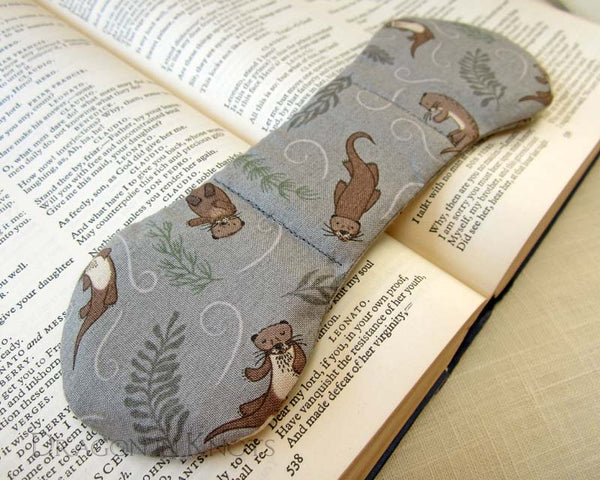 Otter Book Weight - Dragon in Knots - Book Weights