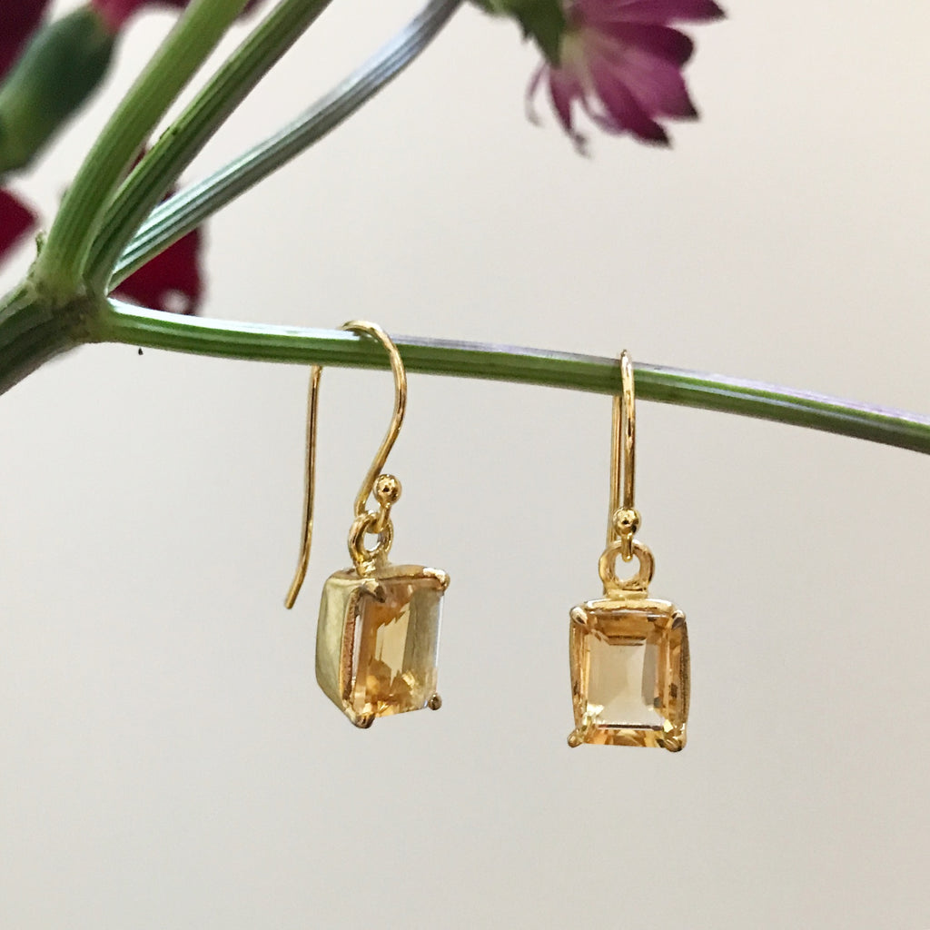 TOPAZ GOLDEN SQUARE DESIGN EARRING