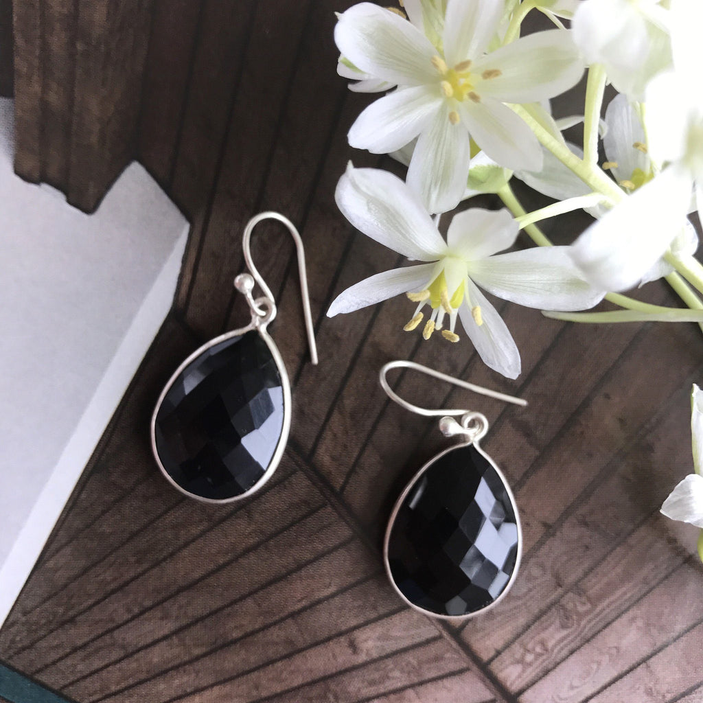 BLACK ONYX SILVER DESIGN EARRING