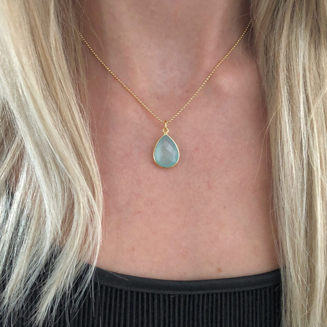 AMALIE AZURE GOLDEN NECKLACE