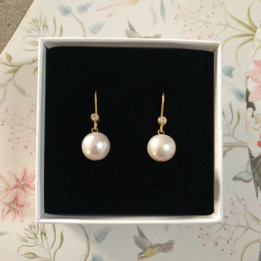 MARIE WHITE ROUND PEARL GOLDEN EARRING