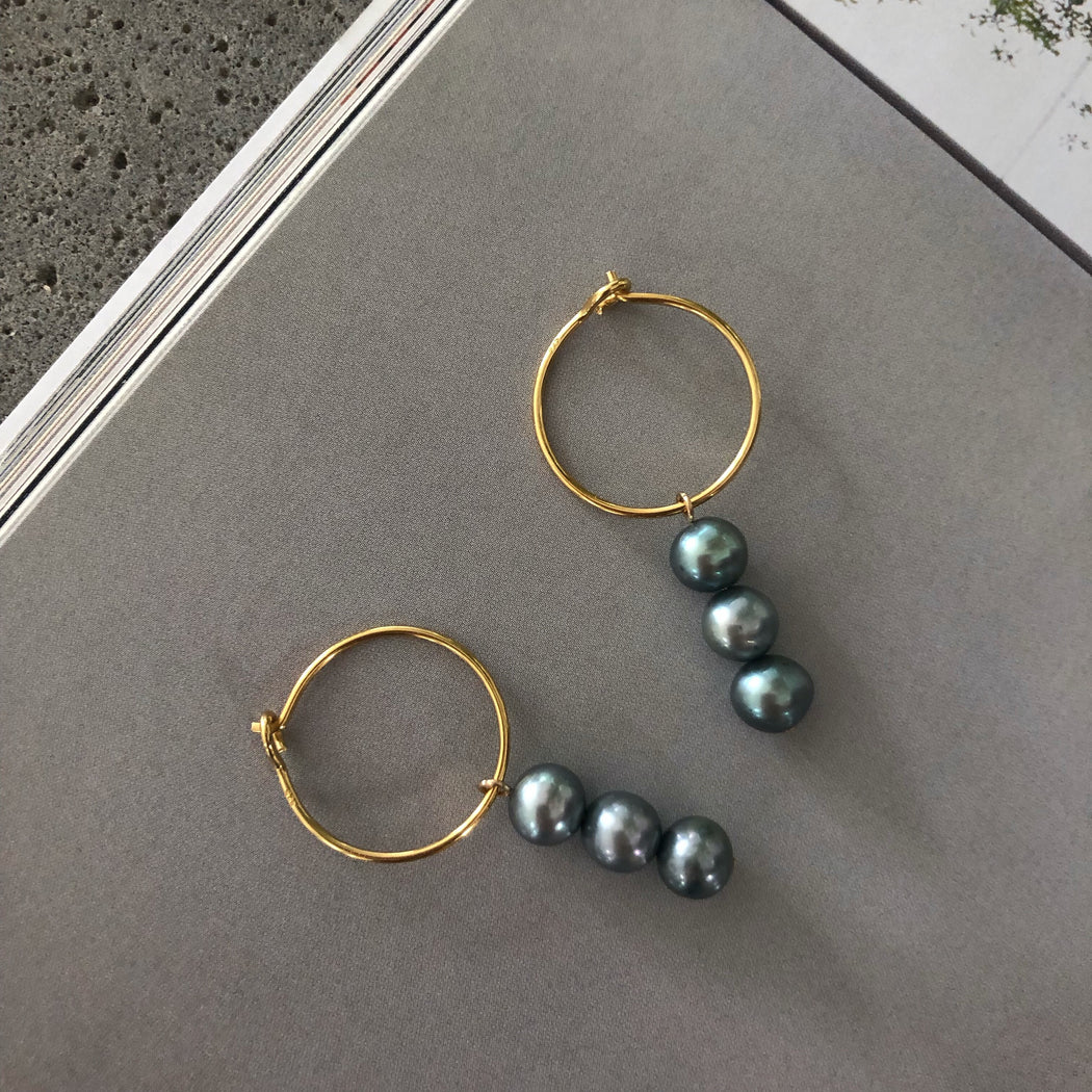 FILIPPA GREY PEARL GOLDEN CREOL EARRING