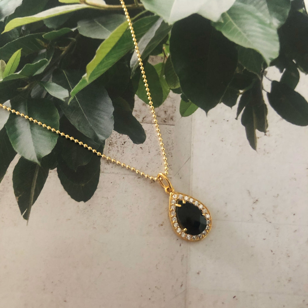 ALESSIA BLACK GOLDEN NECKLACE