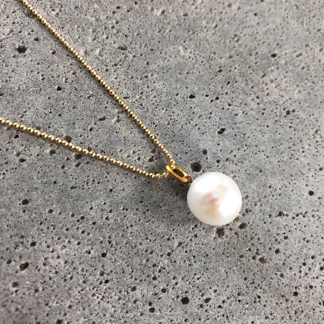 CHLOE WHITE PEARL GOLDEN NECKLACE
