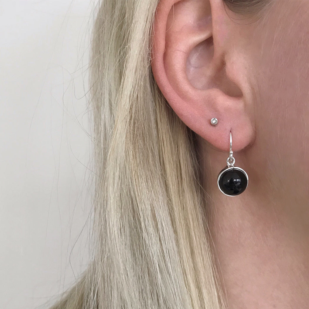IDA BLACK SILVER EARRING