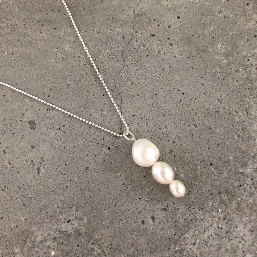 FILIPPA LARGE WHITE PEARL SILVER NECKLACE
