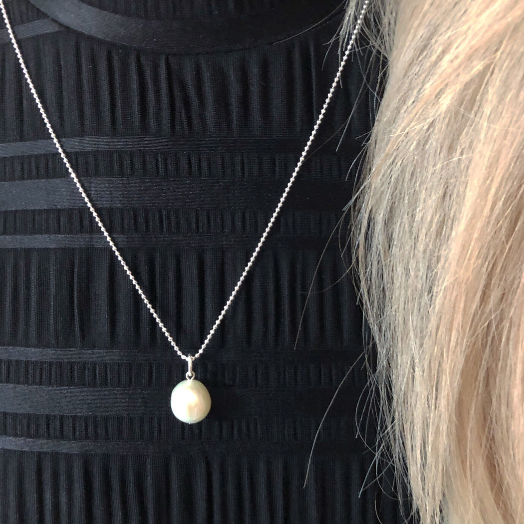CHLOE WHITE PEARL SILVER NECKLACE