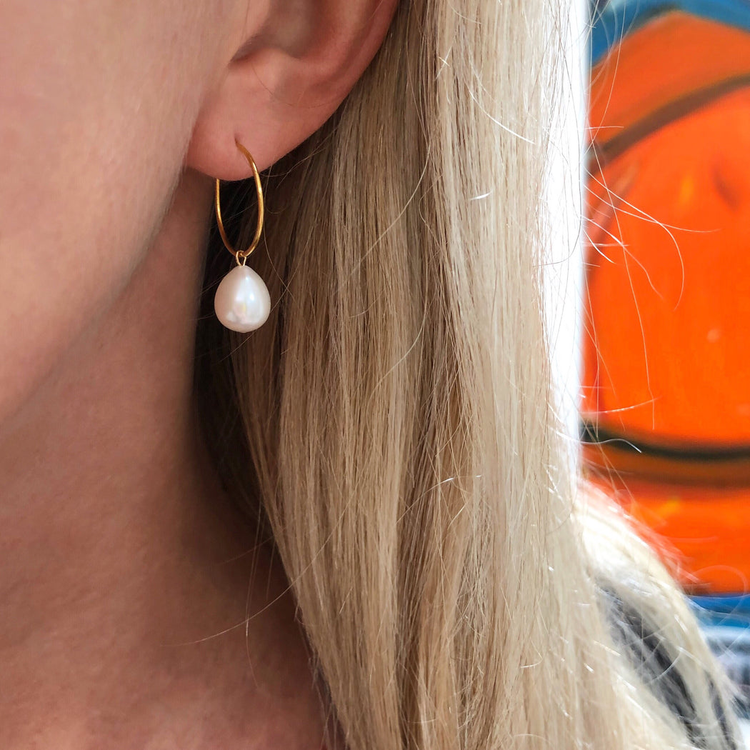 FIONA WHITE PEARL GOLDEN CREOL EARRING