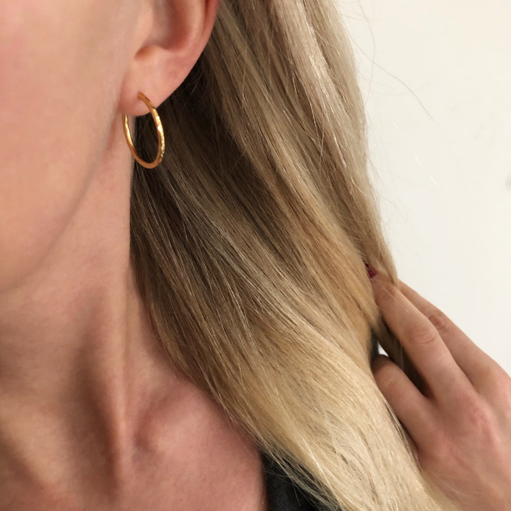 LISE MEDIUM GOLDEN CREOL EARRING