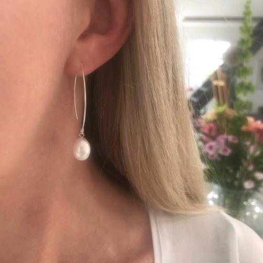 FIONA WHITE PEARL SILVER OVAL CREOL EARRING