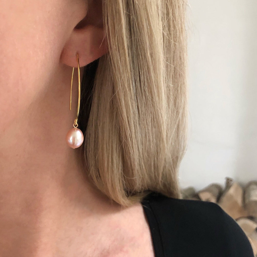 FIONA ROSE PEARL GOLDEN OVAL CREOL EARRING
