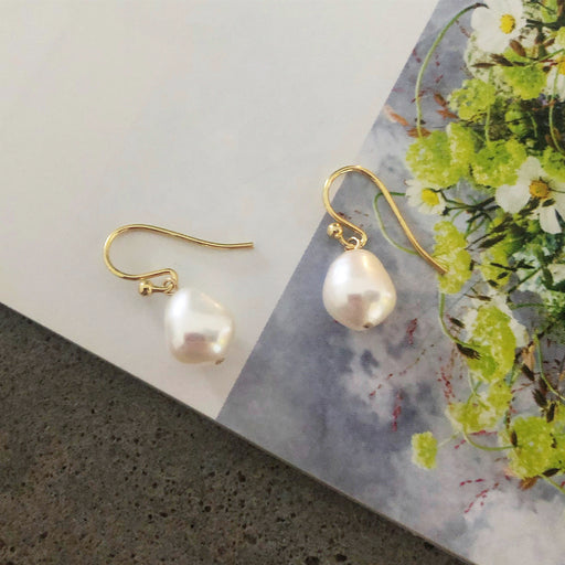 ELSA WHITE BAROQUE PEARL GOLDEN EARRING