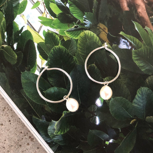 ELLIE WHITE PEARL SILVER CREOL EARRING
