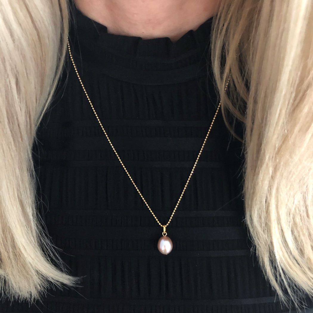FIONA ROSE PEARL GOLDEN NECKLACE