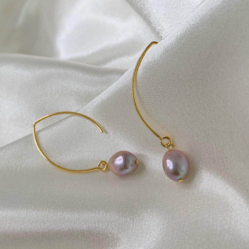 ELSA ROSE BAROQUE PEARL GOLDEN OVAL CREOL EARRING