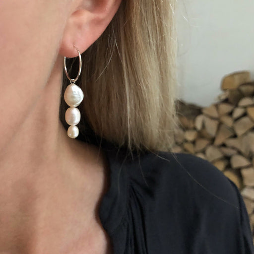 FILIPPA LARGE WHITE PEARL SILVER CREOL EARRING