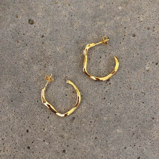 ELIN GOLDEN CREOL EARRING