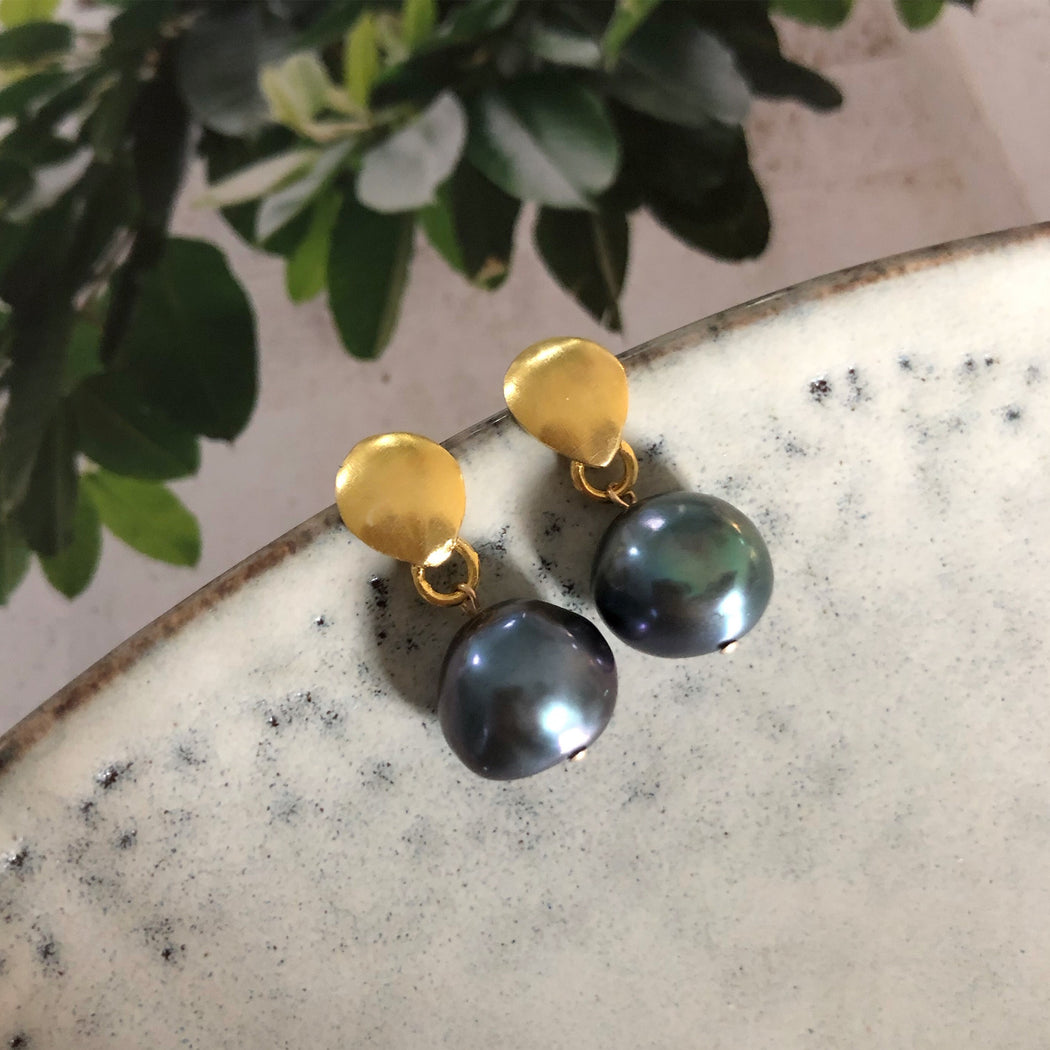 BELLA DARK GREY BAROQUE PEARL GOLDEN EARRING