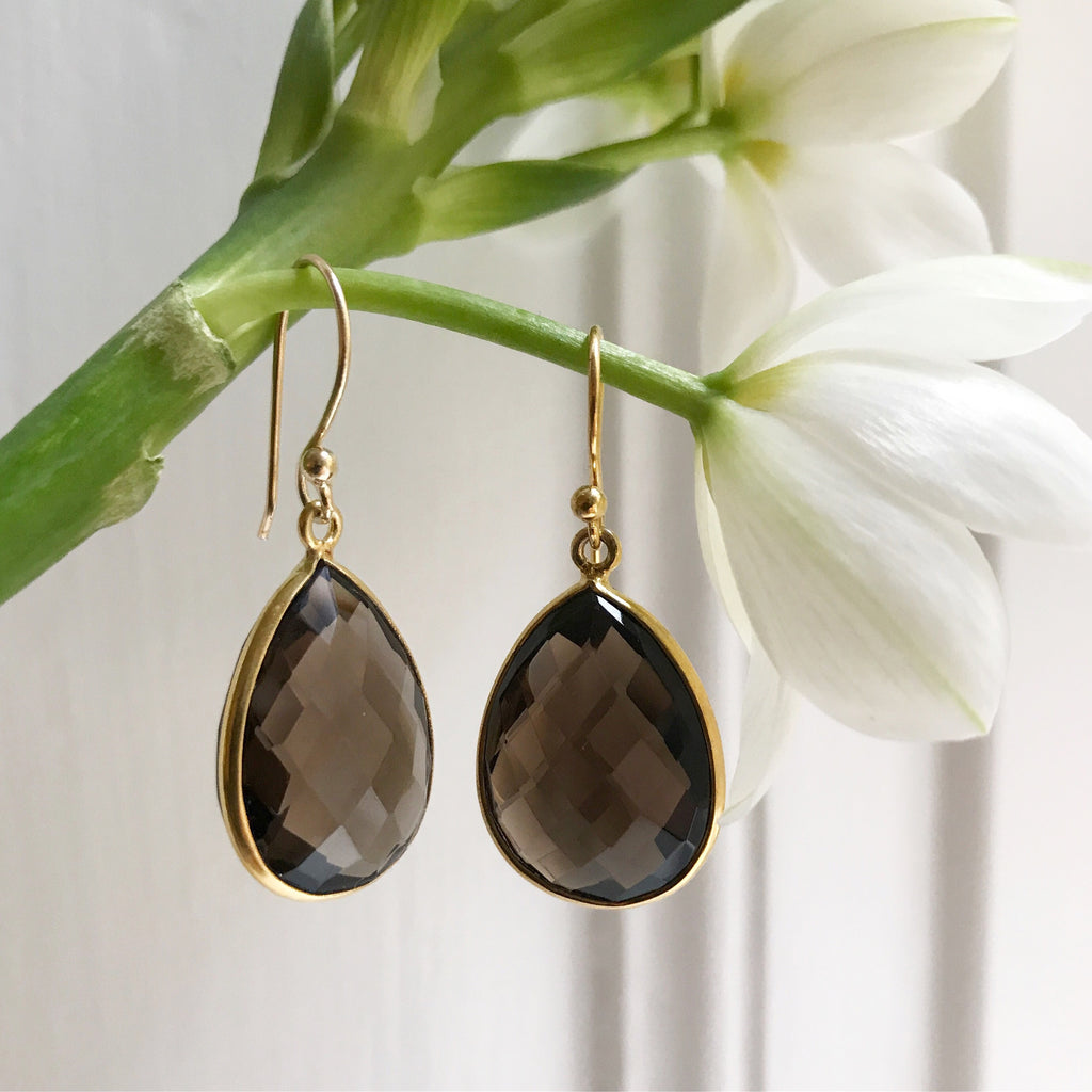 SMOKY QUARTZ GOLDEN DROP DESIGN EARRING