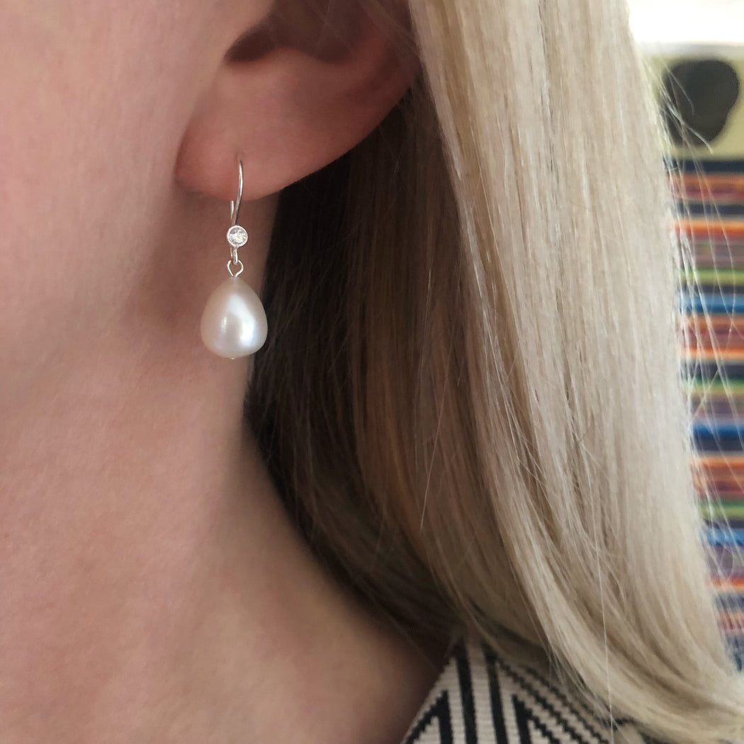 FIONA WHITE PEARL SILVER EARRING