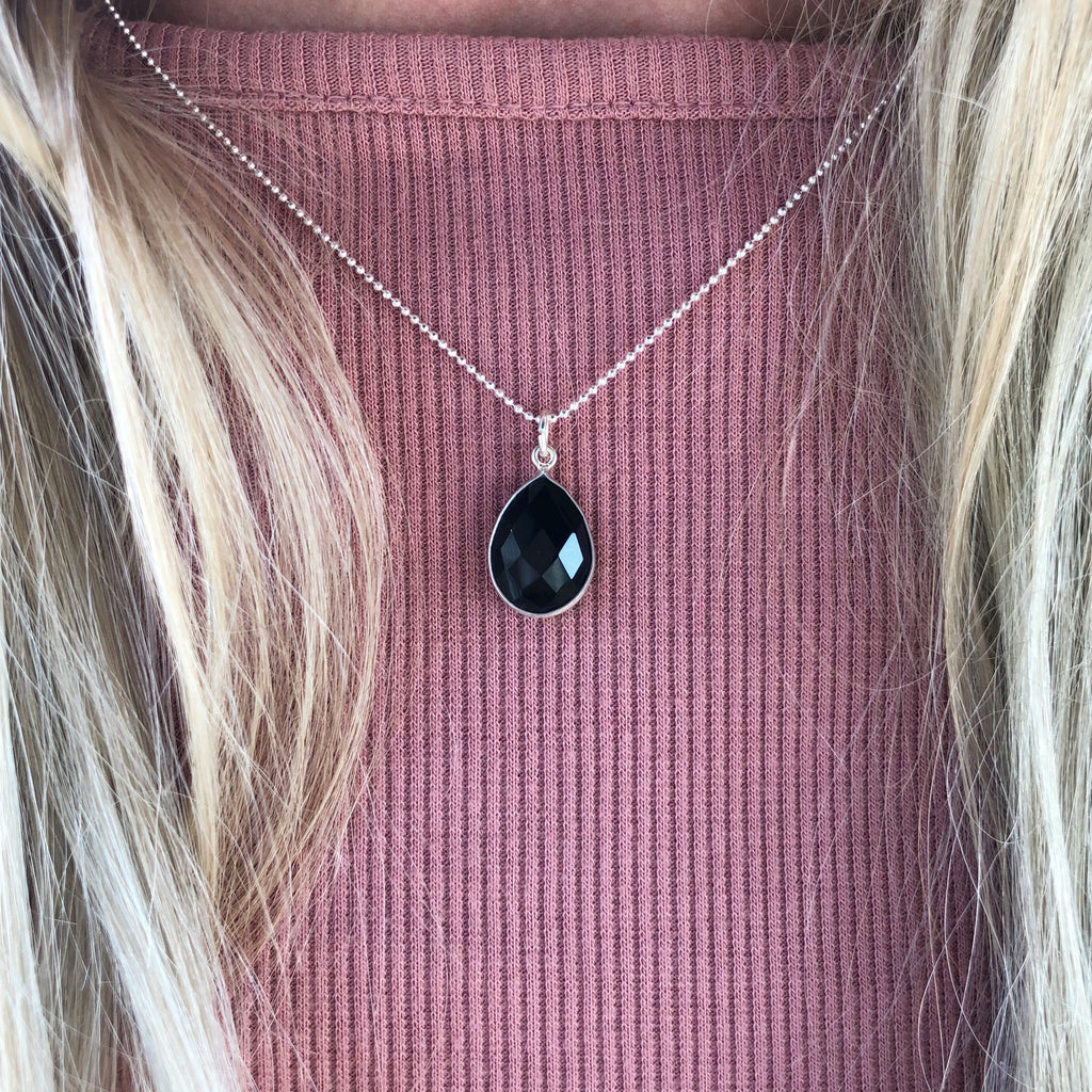 AMALIE BLACK SILVER NECKLACE