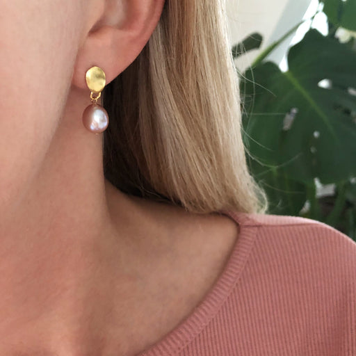FIONA ROSE PEARL GOLDEN STUD EARRING