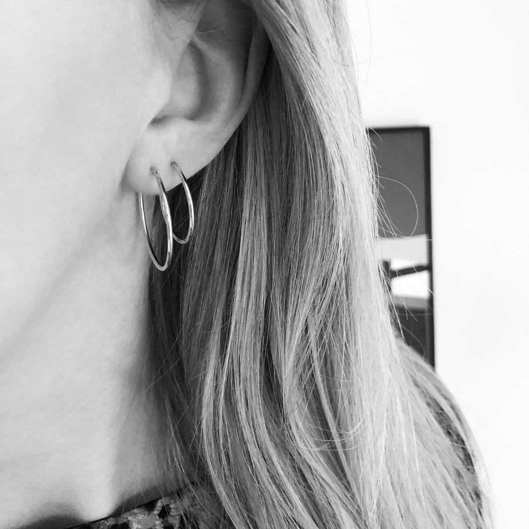 SARAH LARGE SILVER CREOL EARRING