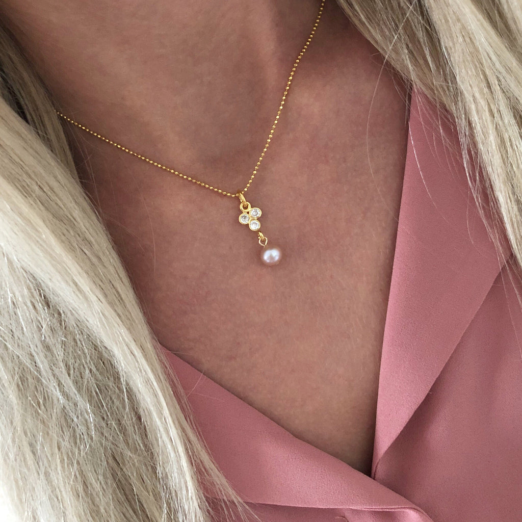 SELMA ROSE PEARL GOLDEN NECKLACE