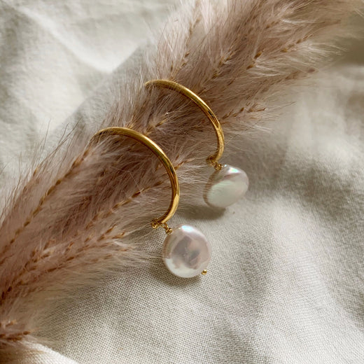 CLARA BAROQUE PEARL GOLDEN CREOL EARRING